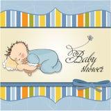 de slaap van de babyjongen met zijn teddybeerstuk speelgoed Stock Foto's