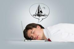 De slaap van de mens op laptop Royalty-vrije Stock Fotografie