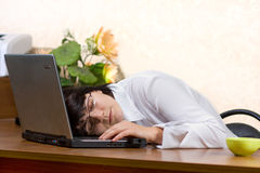 De slaap van de onderneemster op het bureau Royalty-vrije Stock Foto