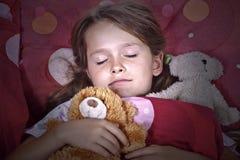 De slaap van het meisje in bed Royalty-vrije Stock Foto