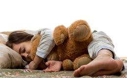 De slaap van het meisje met teddybeer Stock Afbeeldingen