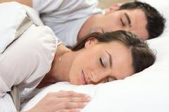 De slaap van het paar samen royalty-vrije stock fotografie