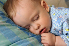 De slaap weinig jongen Royalty-vrije Stock Foto's