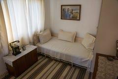 De slaapkamer in het huis van Vanga in Rupite, Bulgarije Stock Afbeeldingen