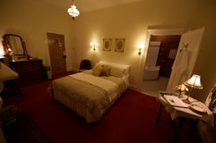 De slaapkamer van de de koningsgrootte van het land B&B Royalty-vrije Stock Foto's