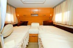 De slaapkamer van de kampeerauto Royalty-vrije Stock Foto