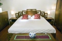 De slaapkamer van de luxe bij nacht Royalty-vrije Stock Foto