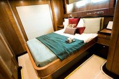 De slaapkamer van het jacht royalty-vrije stock afbeeldingen