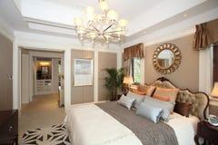De slaapkamer van het luxehuis Stock Afbeeldingen
