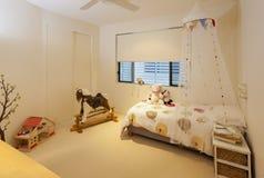 De slaapkamer van het meisje \ 's stock afbeelding