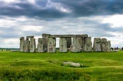 De slachtingssteen in Stonehenge in Salisbury, Engeland stock afbeeldingen