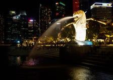 De slag mooi Oriëntatiepunt van het Merlionwater in Singapore stock foto