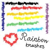 De slagen van de regenboogborstel op wit voor uw ontwerp Hand getrokken hart en lijnen Alle borstels zijn inbegrepen in borstelpa Stock Foto's