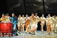 De slagwerkers dansen - De derde handeling van de gebeurtenissen van dans drama-Shawan van het verleden stock foto
