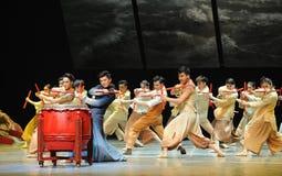 De slagwerkers dansen - De derde handeling van de gebeurtenissen van dans drama-Shawan van het verleden stock foto's