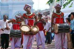 De slagwerkers van Lankan van Sri in festival Wesak Stock Foto's