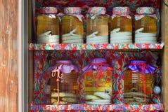 De slangen van Habu in alcoholkruiken Royalty-vrije Stock Afbeelding