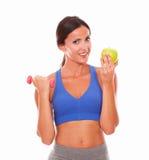 De slanke jonge appel en de domoor van de vrouwenholding Stock Fotografie