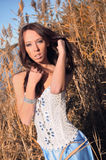 De slanke KustGrassen van Amonst van de Vrouw Stock Foto's