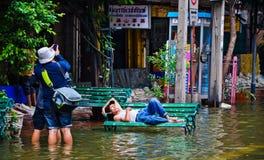 De slechtste overstroming in de Chinatown van Bangkok stock afbeeldingen