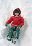 De slee van het kind op sneeuw royalty-vrije stock fotografie