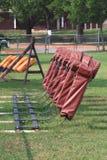 De sleeapparatuur van de voetbal op gebied Stock Foto's
