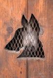 De sleehond wacht in Honddoos Royalty-vrije Stock Afbeelding
