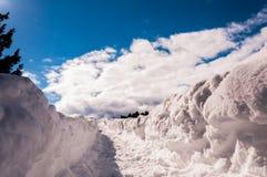 De sleep door de sneeuw aan de hemel Royalty-vrije Stock Foto