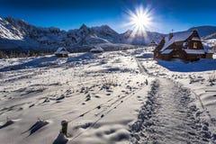 De sleep van de de winterberg aan een warme schuilplaats Royalty-vrije Stock Foto