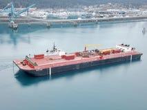 De sleepboot en de aak van Alaska royalty-vrije stock afbeelding