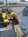 De sleepboot van de luchthaven stock foto's