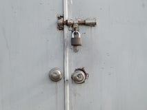 De sleutel aan slot wordt gebruikt dat Stock Foto's