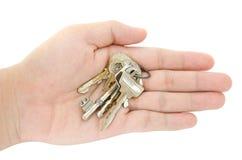 De sleutel bij het openen van hand Royalty-vrije Stock Afbeelding