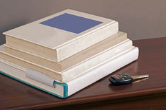 De sleutel en de schoolboeken 2 van de auto Royalty-vrije Stock Afbeelding