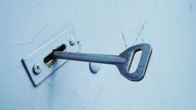 De sleutel in het slot stock fotografie