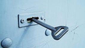 De sleutel in het slot stock afbeelding