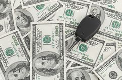 De Sleutel van de auto op 100 dollarachtergrond Stock Fotografie