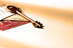 De sleutel van de beurs met creditcards. royalty-vrije stock foto's