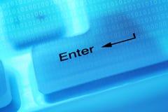 De sleutel van de computer gaat binnen Stock Foto