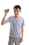 De sleutel van de de holdingsauto van de tiener stock foto