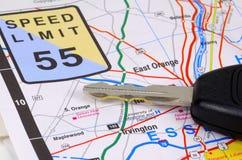 De Sleutel van de kaart en van de Auto stock fotografie