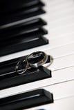 De sleutel van de piano, trouwring Royalty-vrije Stock Foto's