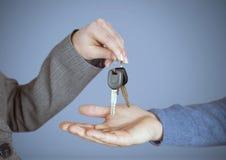 De sleutel van de handenholding voor vignet Stock Afbeeldingen