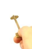 De sleutel van het de holdingsmessing van de hand Royalty-vrije Stock Afbeelding
