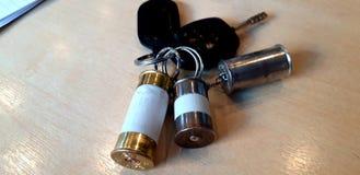 De sleutelringen van de jachtgeweerpatroon royalty-vrije stock afbeeldingen