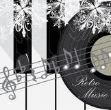 De sleutels, de schijf en de nota's van de piano. Retro muziekachtergrond Royalty-vrije Stock Foto
