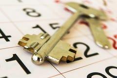 De sleutels tot de flat, en kalender Stock Afbeeldingen