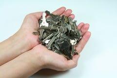 De sleutels van de de greepbos van handen Stock Afbeelding