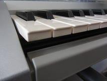 De sleutels van het pianotoetsenbord Muzikale instrumentenachtergrond Stock Afbeeldingen