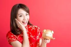 De slijtage van de schoonheidsvrouw cheongsam stock foto